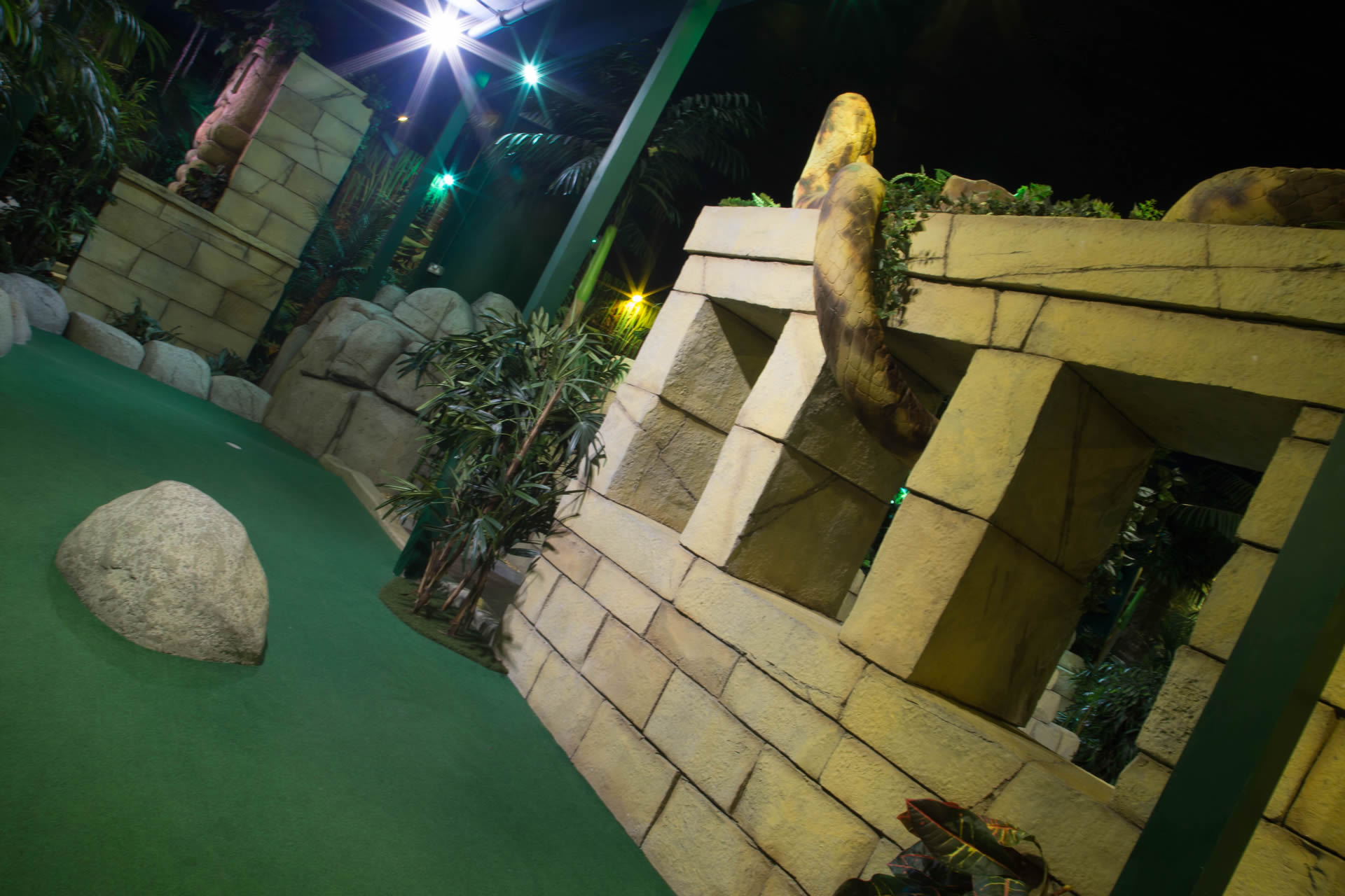 indoor adventure golf course nottingham